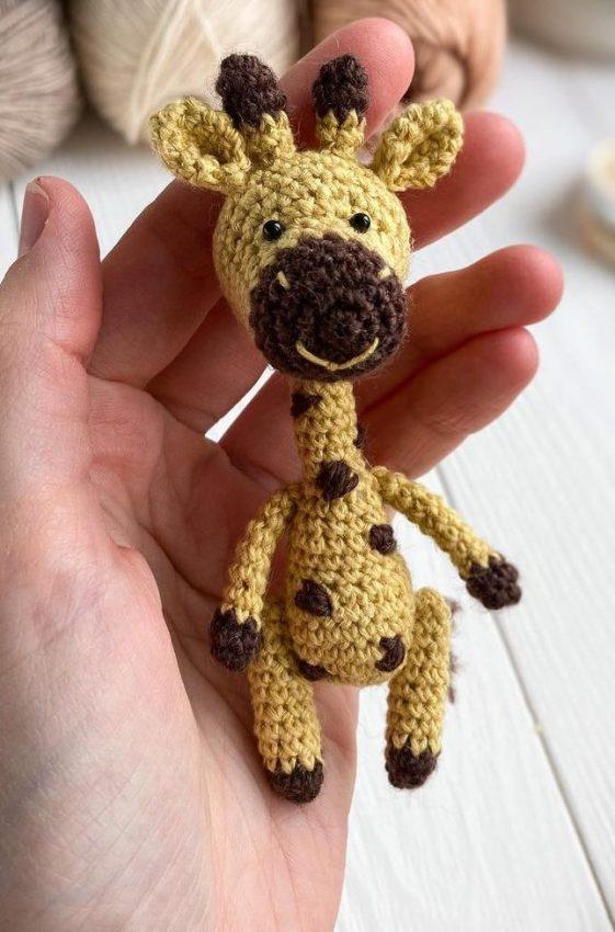 Pequeña jirafa Amigurumi Patrón Gratis
